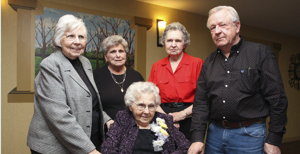 Nettie Stroud, Martha Shearer, Lenna LeCrone, Ray Bunnell Jr., and Ruth Bunnell, seated.  PHOTO BY DAVID FAYTINGER, FOR THE OKLAHOMAN