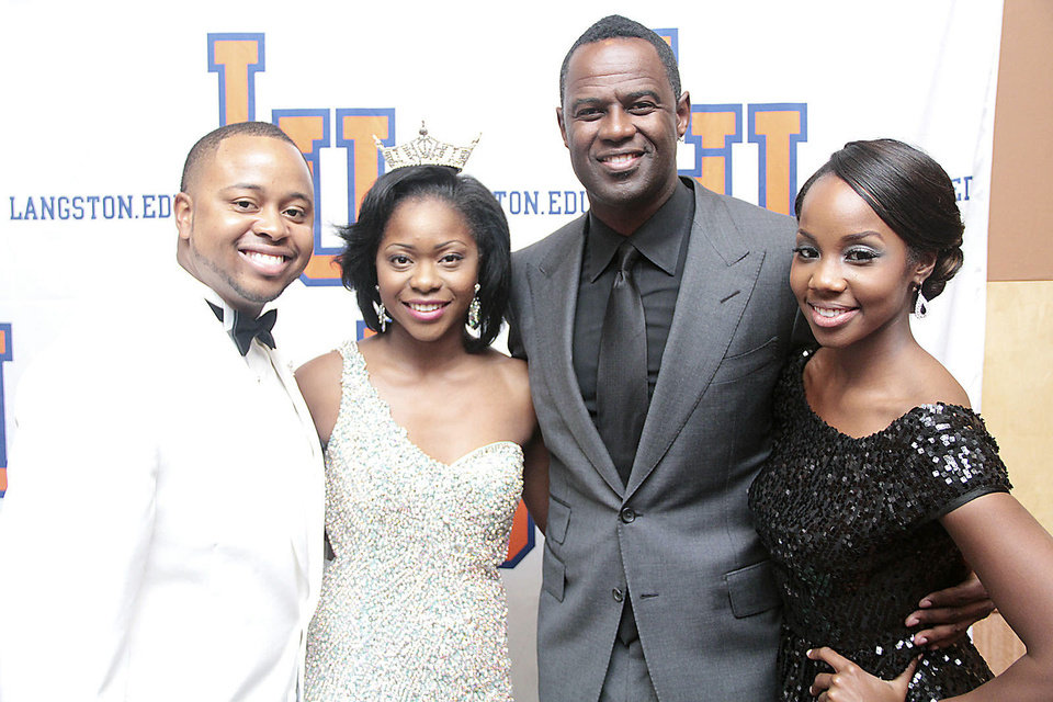 Photo - Kavaris Sims, Dontreka Matthews, Brian McKnight, Jasmine Redo.
