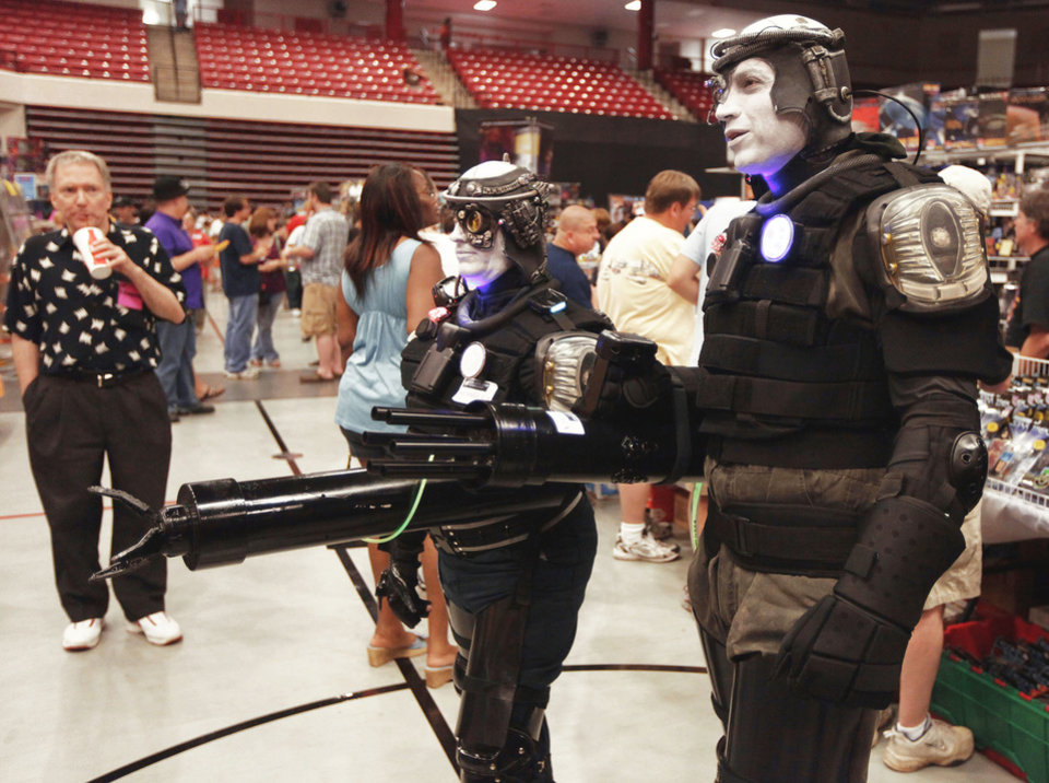 "Left: Shane Hunt, center, and Moses Gonzalez, both of Pawhuska,  portray Borgs from ""Star Trek: Next Generation."" PHOTOS BY MIKE SIMONS,  TULSA WORLD"