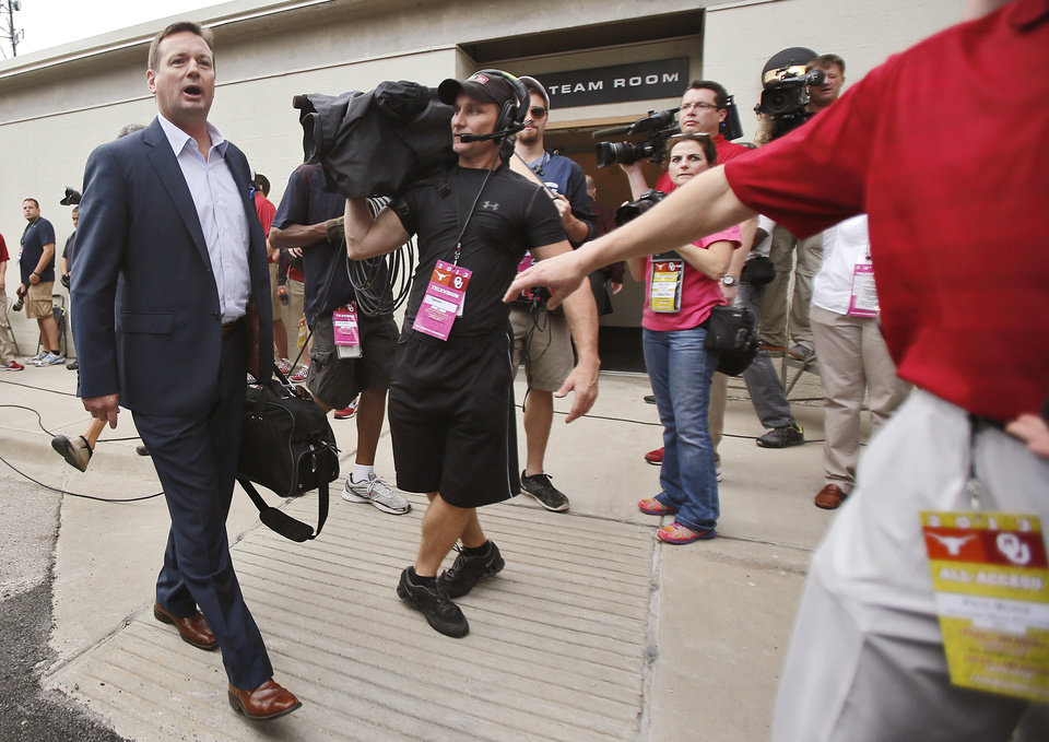 Photo - Oklahoma coach Bob Stoops makes his way to the stadium during the Red River Rivalry college football game between the University of Oklahoma Sooners (OU) and the University of Texas Longhorns (UT) at the Cotton Bowl Stadium in Dallas, Saturday, Oct. 12, 2013. Photo by Chris Landsberger, The Oklahoman