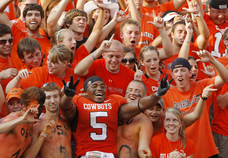 Photo - CELEBRATION: Keith Toston celebrates with fans during the college football game between OSU and the University of Georgia at Boone Pickens Stadium on the campus of Oklahoma State University in Stillwater Saturday, Sept. 5, 2009. Photo by Doug Hoke, The Oklahoman. ORG XMIT: KOD
