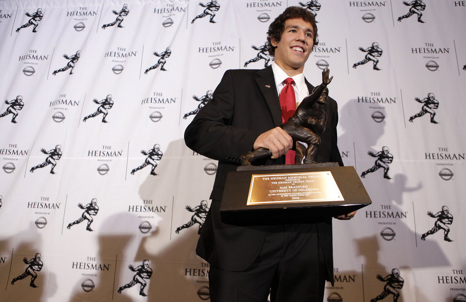 Photo - QUARTERBACK / OU / COLLEGE FOOTBALL / HEISMAN TROPHY WINNER / WIN: University of Oklahoma football player Sam Bradford poses after being awarded the Heisman Trophy Saturday, Dec. 13, 2008 in New York.  (AP Photo/Julie Jacobson) ORG XMIT: NYJJ101