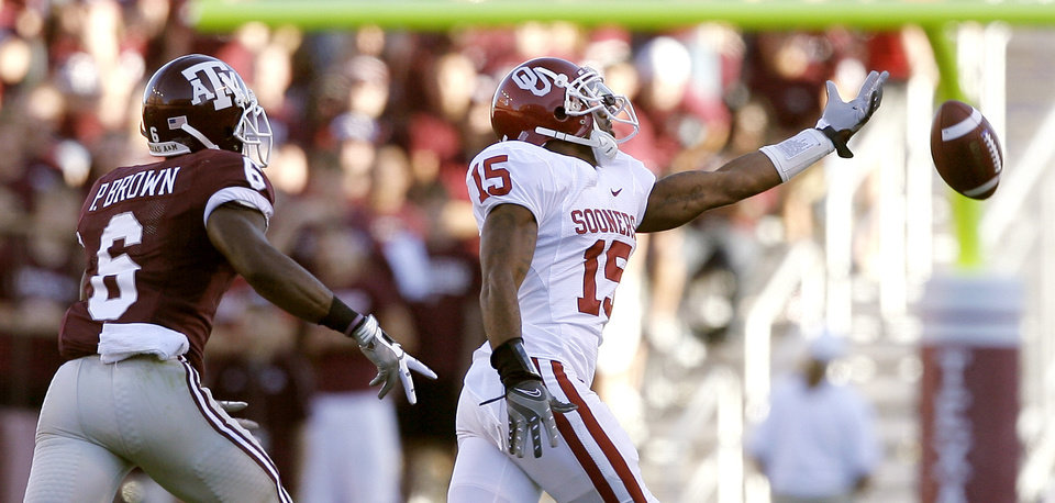 Photo - OU's Dominique Franks tries to catch a pass intended for Texas A&M's Pierre Brown during the college football game between the University of Oklahoma and Texas A&M University at Kyle Field in College Station, Texas, Saturday, November 8, 2008.  BY BRYAN TERRY, THE OKLAHOMAN