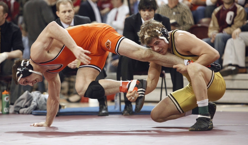 Photo - OU / COLLEGE WRESTLING / BIG 12 WRESTLING TOURNAMENT / MAXWELL ASKREN / OKLAHOMA STATE UNIVERSITY / OSU: Cowboy Clayton Foster escapes as he defeats Missouri's Max Askren at 184 pounds in the Big 12 Wrestling Championships in McCasland Fieldhouse at the University of Oklahoma on Saturday, March 6, 2010, in Norman, Okla.   Photo by Steve Sisney, The Oklahoman ORG XMIT: KOD