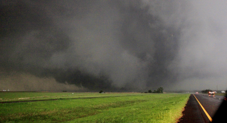 Photo - A half-mile-wide tornado moves north in Canadian County having just crossed SH 3, the Northwest Expressway, west of SH 4 moving towards Piedmont Tuesday, May 24, 2011. Photo by Paul B. Southerland, The Oklahoman ORG XMIT: KOD