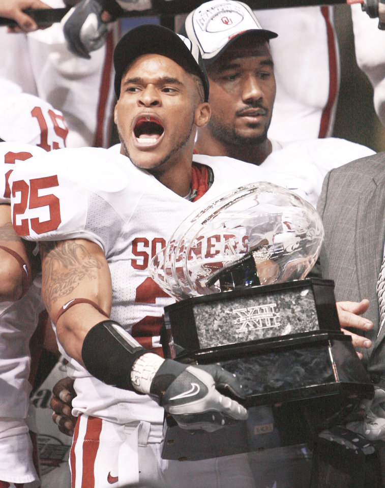 Photo - D.J. Wolfe and the Sooners beat Missouri in the 2007 Big 12 Championship game.   PHOTO By Bryan Terry,  The Oklahoman archive