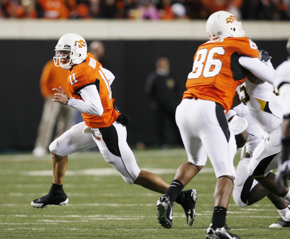 Photo - Zac Robinson breaks free on a run during the college football game between Oklahoma State University (OSU) and the University of Missouri (MU) at Boone Pickens Stadium in Stillwater, Okla. Saturday, Oct. 17, 2009.  Photo by Steve Sisney, The Oklahoman