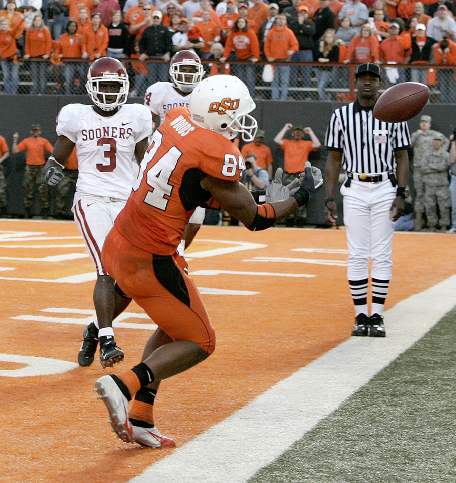 Photo - D'Juan Woods of OSU misses the ball  on the last play of the game as Reggie Smith, left, and Marcus Walker of OU watch in the second half during the Bedlam college football game between the University of Oklahoma Sooners and Oklahoma State University Cowboys at Boone Pickens Stadium, on Saturday, Nov. 25, 2006, in Stillwater, Okla.   By Bryan Terry, The Oklahoman