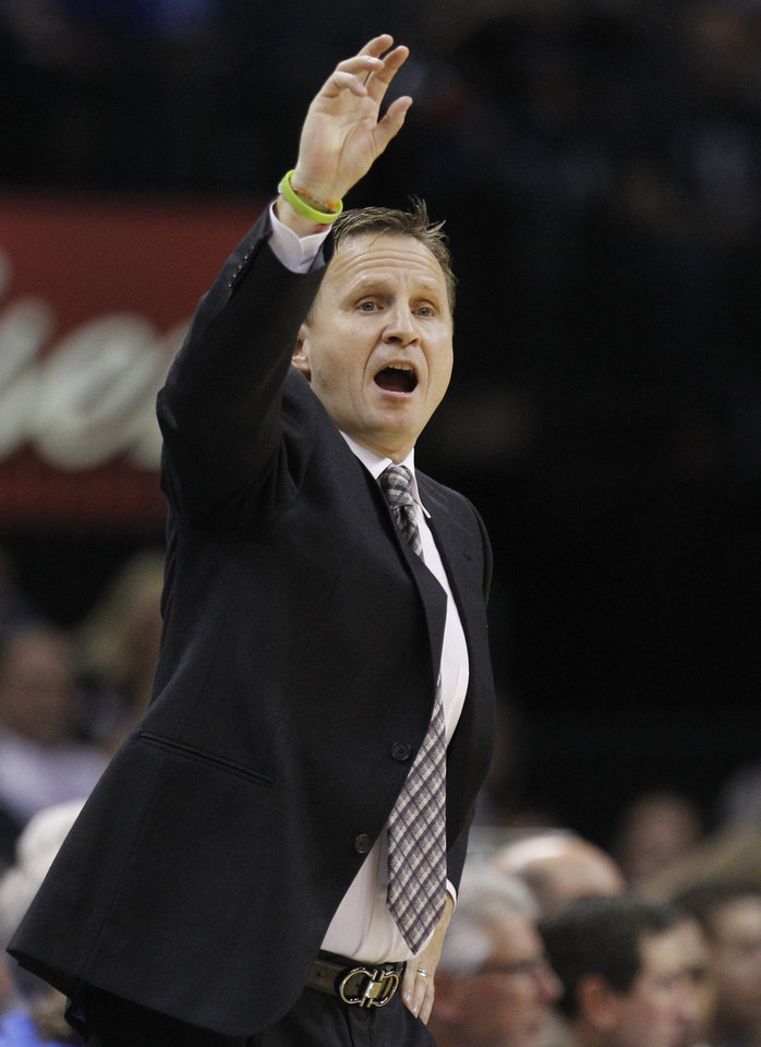 Photo -   Oklahoma City Thunder coach Scott Brooks shouts to his team in the second quarter of an NBA basketball game against the Los Angeles Clippers in Oklahoma City, Wednesday, Nov. 21, 2012. (AP Photo/Sue Ogrocki)