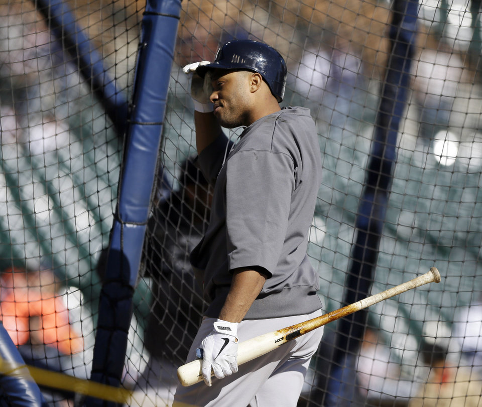 Photo -   New York Yankees' Robinson Cano walks out of the batting cage before Game 4 of the American League championship series against the Detroit Tigers Thursday, Oct. 18, 2012, in Detroit. (AP Photo/Matt Slocum)