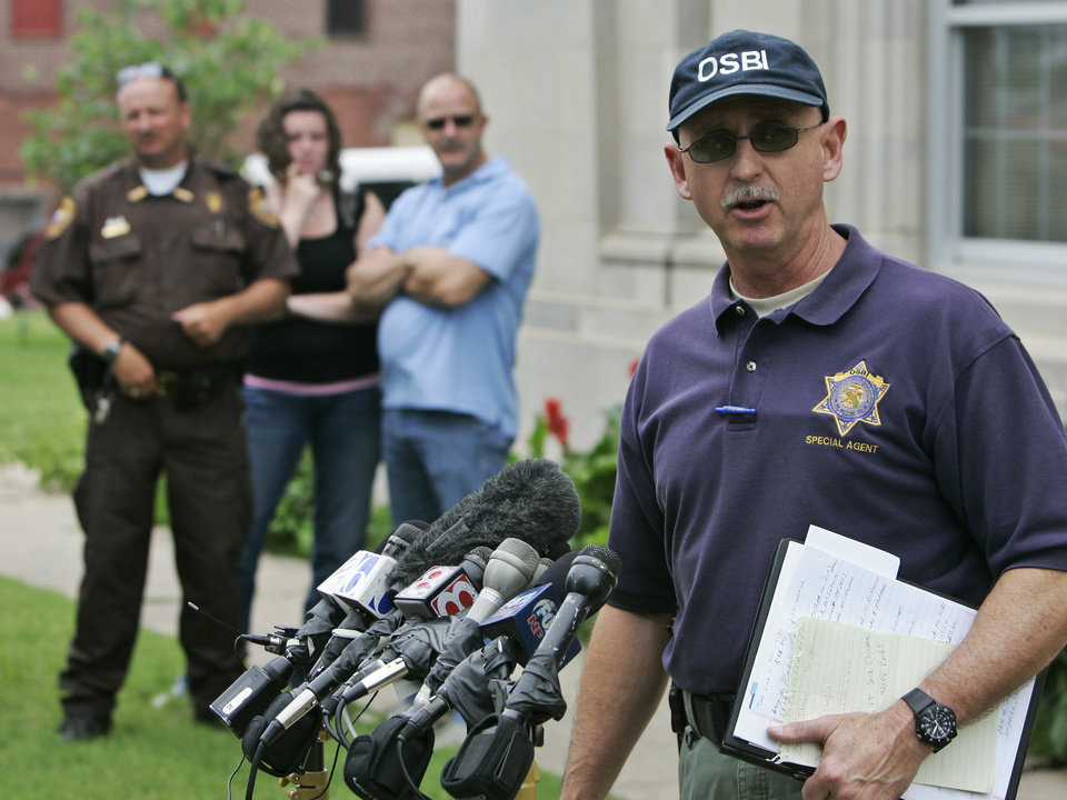 Photo - Special Agent Ben Rosser of the Oklahoma State Bureau of Investigation, speaks at a news conference in front of the Okfuskee County Courthouse in Okemah, Okla., Tuesday, June 10, 2008, concerning the murders of Skyla Whitaker and Taylor Paschal-Placker, in nearby Weleetka, Okla., Sunday night. (AP Photo)