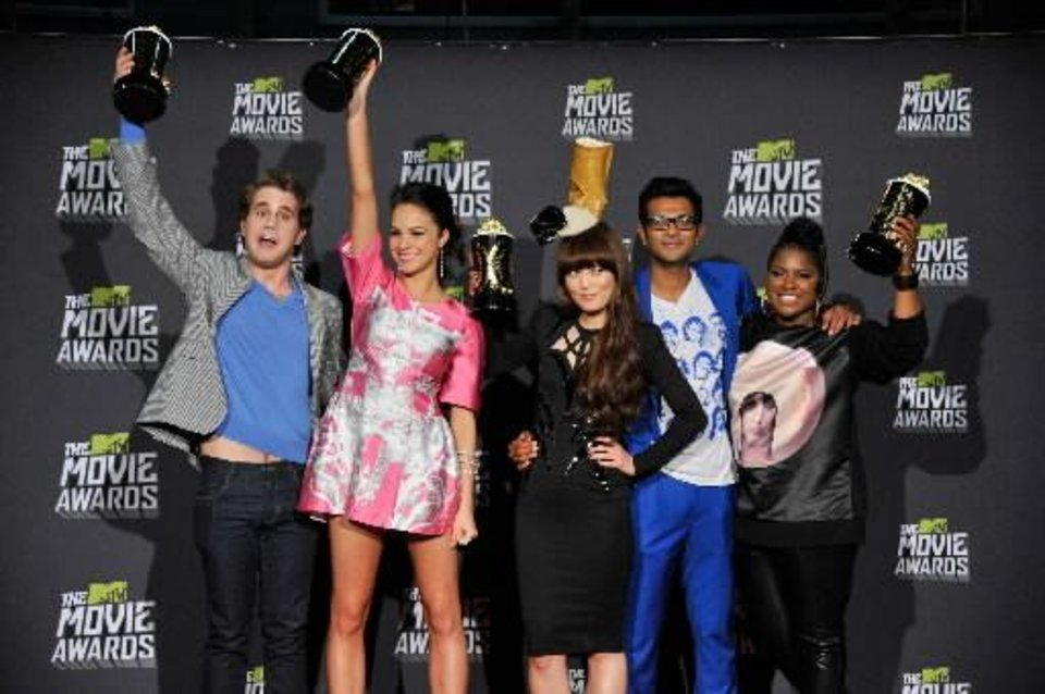 "From left, Ben Platt, Alexis Knapp, Hana Mae Lee, Utkarsh Ambudkar and Muskogee native Ester Dean pose backstage with the award for best musical moment for "" Pitch Perfect"" at the MTV Movie Awards in Sony Pictures Studio Lot in Culver City, Calif., on Sunday April 14, 2013. (AP)"