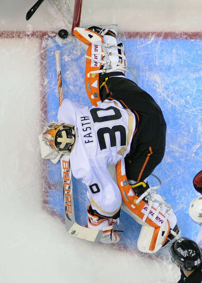 Photo - Anaheim Ducks goalie Viktor Fasth blocks a shot against the Los Angeles Kings during the first period of an NHL hockey game in Los Angeles, Monday, Feb. 25, 2013. (AP Photo/Chris Carlson)