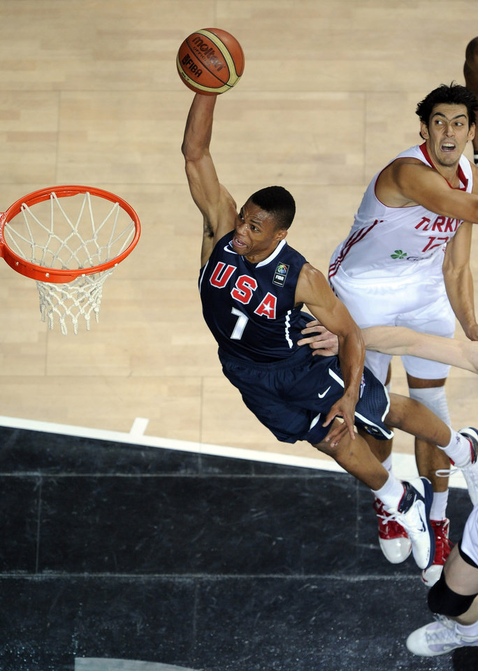 U.S. / UNITED STATES / USA BASKETBALL TEAM: USA\'s Russell Westbrook, left, goes up for a dunk as Turkey\'s Kerem Gonlum defends during the final of the World Basketball Championship between Turkey and the USA, Sunday, Sept. 12, 2010, in Istanbul. (AP Photo/Mark J. Terrill) ORG XMIT: ISTH222