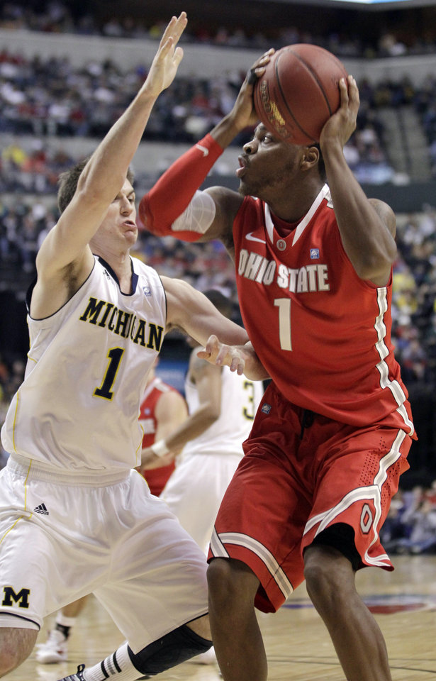 Photo -   Ohio State forward Deshaun Thomas, right, drives against Michigan guard Stu Douglass in the first half of an NCAA college basketball game in the semifinals of the Big Ten Conference tournament in Indianapolis, Saturday, March 10, 2012. (AP Photo/Michael Conroy)