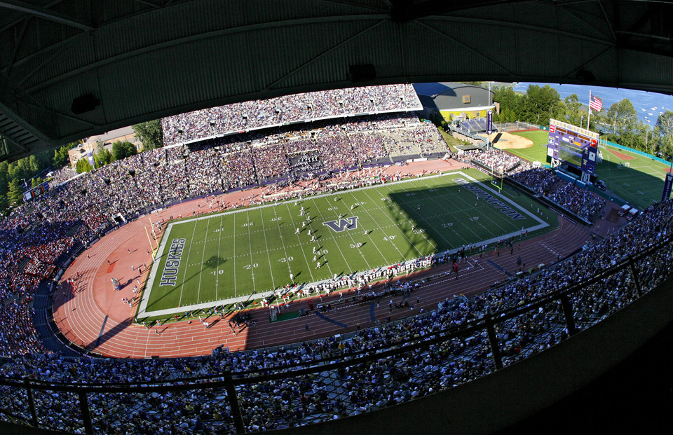 Photo - OVERVIEW: The Sooners kickoff to start the game against Washington during the first half of the college football game between the University of Oklahoma Sooners (OU) and the University of Washington Huskies (UW) at Husky Stadium on Saturday, Sep. 13, 2008, in Seattle, Wash.   by Chris Landsberger, The Oklahoman ORG XMIT: KOD