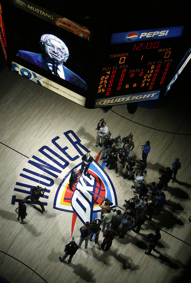 Photo - OKLAHOMA CITY THUNDER / NBA BASKETBALL TEAM / REGULAR SEASON FIRST GAME / OPENING NIGHT: NBA commisioner David Stern addresses the Thunder fans before the first half of the opening night NBA basketball game between the Oklahoma City Thunder and the Milwaukee Bucks on Wednesday, Oct. 29, 2008, at the Ford Center in Oklahoma City, Okla.  BY CHRIS LANDSBERGER, THE OKLAHOMAN  ORG XMIT: KOD
