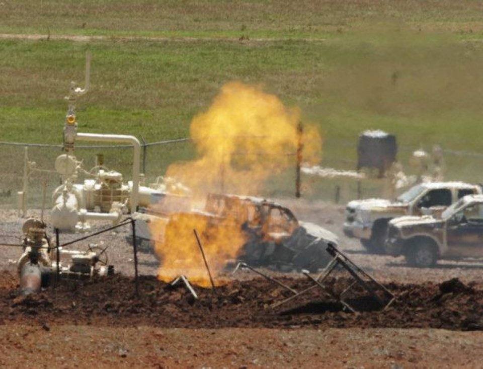 Photo - A fire burns on Tuesday at the site of a natural gas pipeline  explosion in Grady County, west of Pocasset.  Photo by Steve Sisney, The Oklahoman ORG XMIT: KOD  STEVE SISNEY - THE OKLAHOMAN