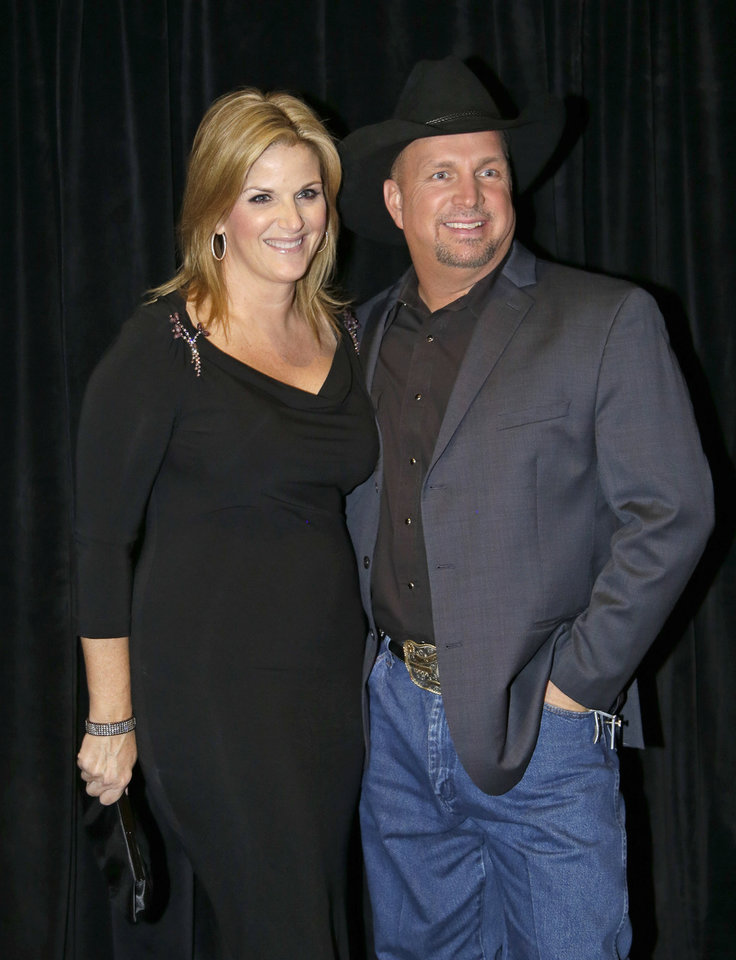 Photo -   Garth Brooks, right, and Trisha Yearwood arrive for the Nashville Songwriters Hall of Fame inductions on Sunday, Oct. 7, 2012, in Nashville, Tenn. (AP Photo/Mark Humphrey)
