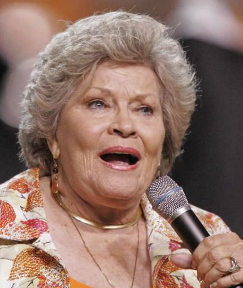 "In this Sept. 26, 2009 file photo, singer Patti Page performs the Tennessee Waltz during halftime of a NCAA college football game Tennessee and Ohio in Knoxville, Tenn. Page, who made ""Tennessee Waltz"" the third best-selling recording ever, has died. She was 85. (AP)"
