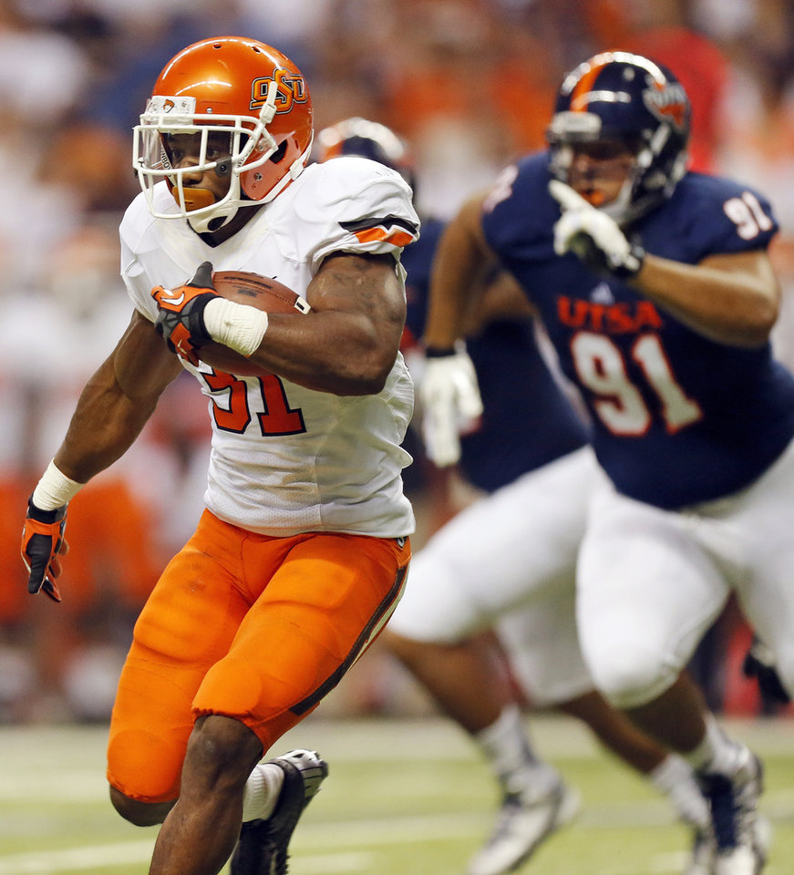 Photo - OSU's Jeremy Smith (31) carries the ball during a college football game between the University of Texas at San Antonio Roadrunners (UTSA) and the Oklahoma State University Cowboys (OSU) at the Alamodome in San Antonio, Saturday, Sept. 7, 2013.  Photo by Nate Billings, The Oklahoman