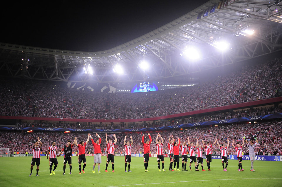 Photo - Athletic Bilbao's players celebrates after winning the match against SSC Napoli during their Champions League playoff second leg soccer match, at San Mames stadium in Bilbao, northern Spain, Wednesday, Aug. 27, 2014.  Athletic Bilabo won 3-1.(AP Photo/Alvaro Barrientos)