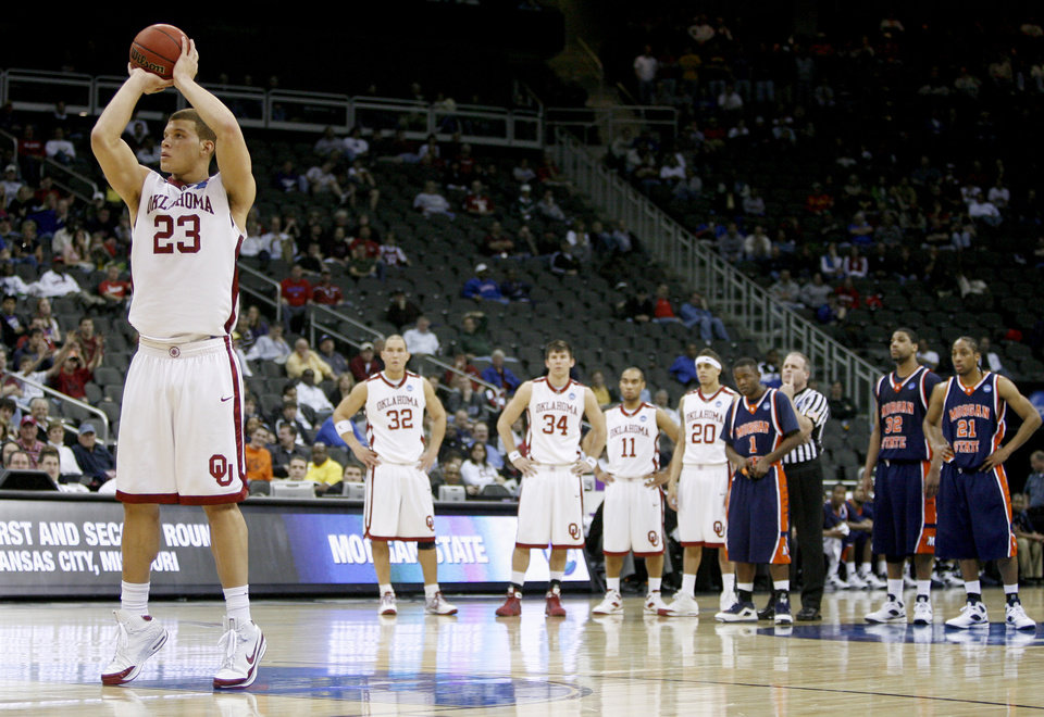 Photo - OU's Blake Griffin shoots a free throw after a flagrant foul during a first round game of the men's NCAA tournament between Oklahoma and Morgan State in Kansas City, Mo., Thursday, March 19, 2009.  PHOTO BY BRYAN TERRY, THE OKLAHOMAN