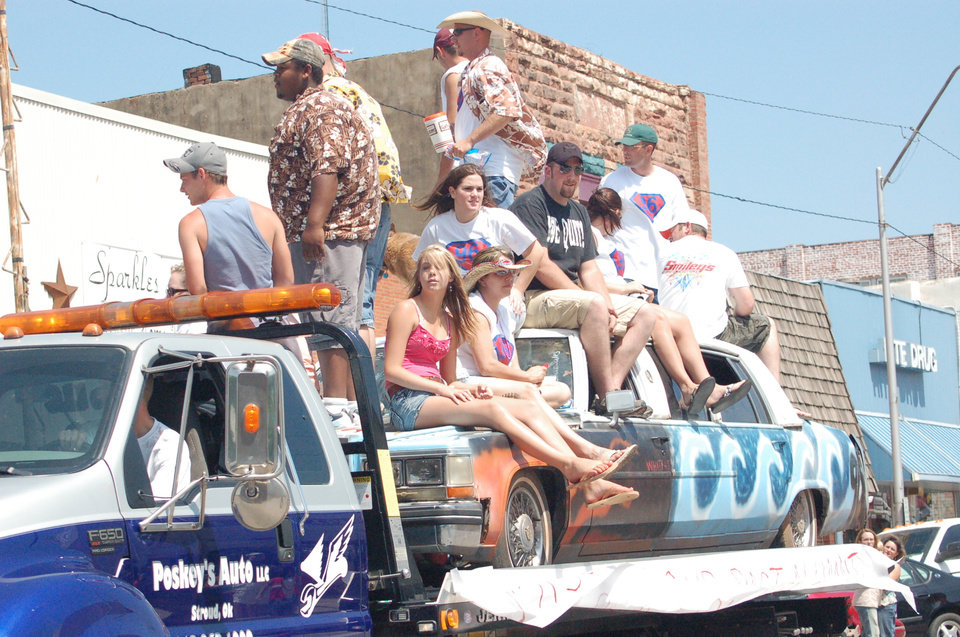 Darin Sherman leads the way for Class of 1996. The class won 3rd place in the 100th Chandler Alumni Parade.<br/><b>Community Photo By:</b> Steve Aylor<br/><b>Submitted By:</b> Mitzi, Yukon