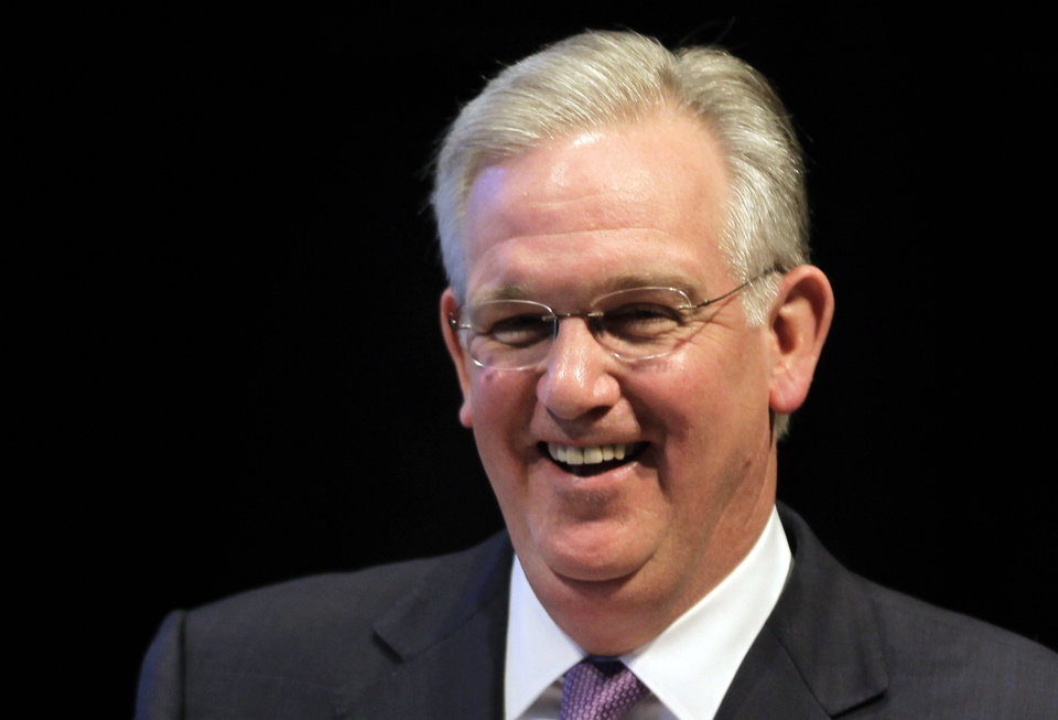 Photo -   FILE - This May 18, 2012 file photo shows Democratic Missouri governor Jay Nixon in Jefferson City, Mo. Nixon won re-election Tuesday, Nov. 6, 2012 defeating Republican businessman Dave Spence. (AP Photo/Jeff Roberson, File)
