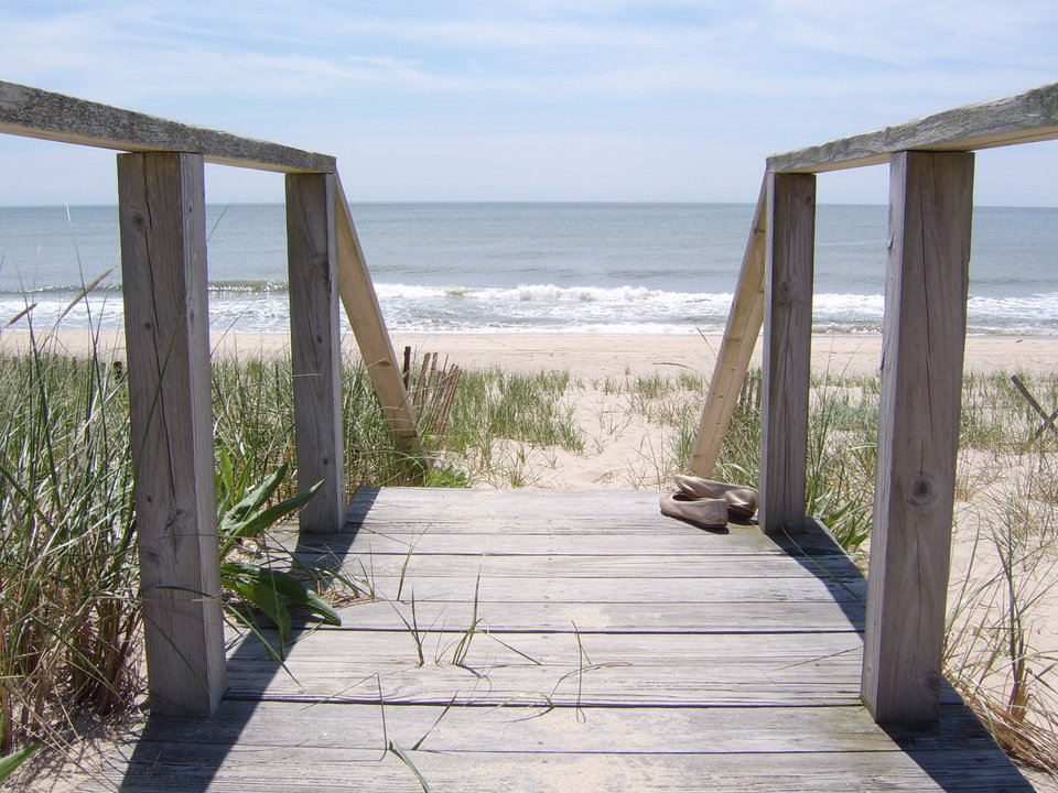 "Main Beach in East Hampton, N.Y., shown in this photo provided by KKM Photo, is among the top beaches in 2009 as chosen by ""Dr. Beach"" Stephen P. Leatherman. (AP PHOTO)"