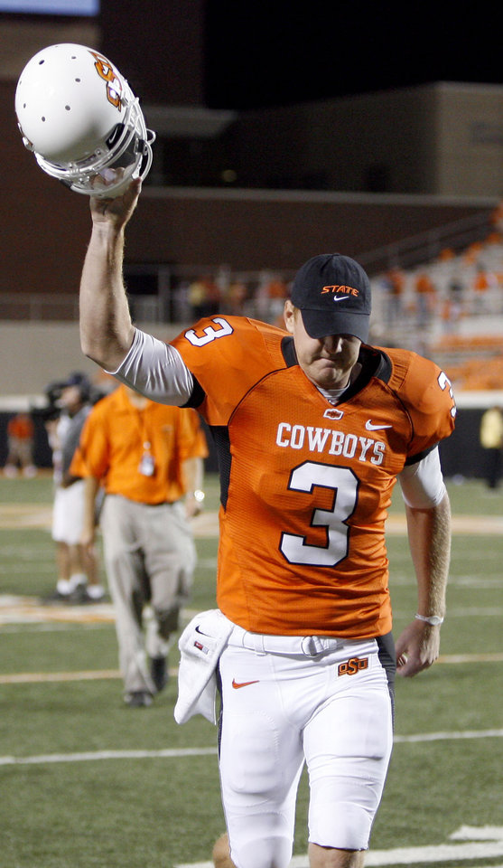 Photo - OSU's Brandon Weeden waves to the crowd during the college football game between the Washington State Cougars (WSU) and the Oklahoma State Cowboys (OSU) at Boone Pickens Stadium in Stillwater, Okla., Saturday, September 4, 2010. Photo by Sarah Phipps, The Oklahoman