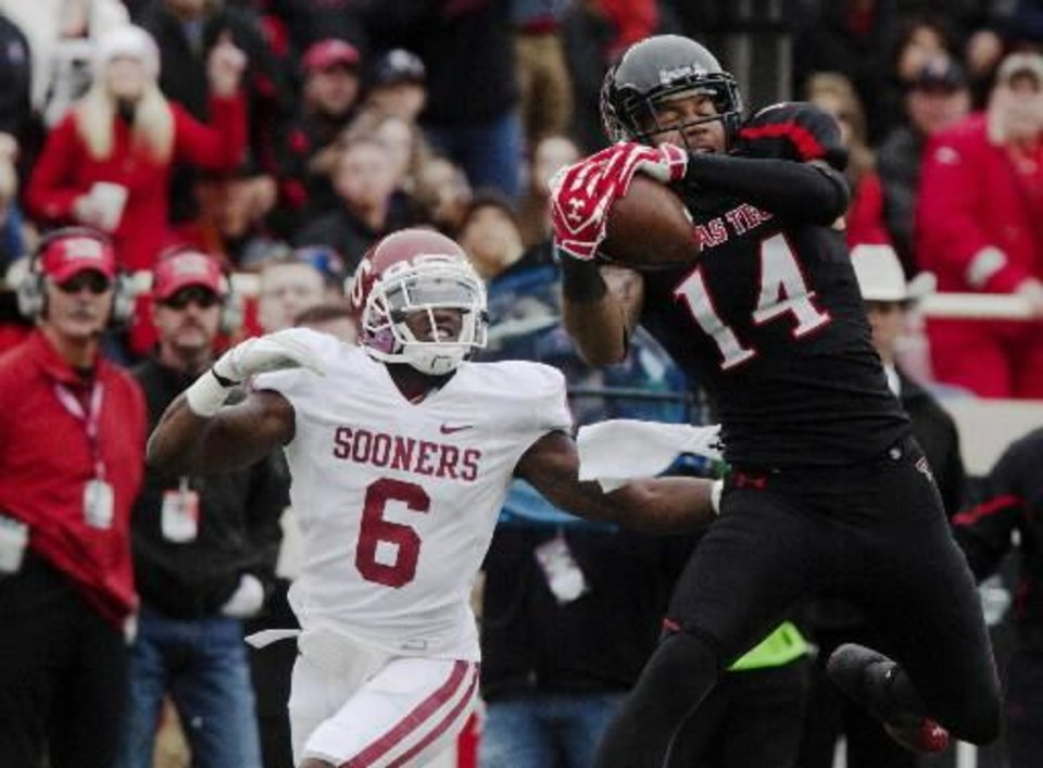 Texas Tech's Darrin Morris (14) catches a pass inside the 5-yard line as Oklahoma's Demontre Hurst defends.  (AP Photo/The Odessa American, Albert Cesare)