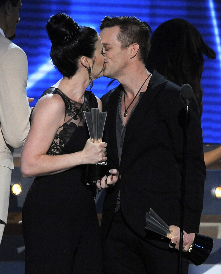 Photo - Shawna Thompson, left, and Keifer Thompson, of Thompson Square, kiss as they accept the award for vocal duo of the year at the 48th Annual Academy of Country Music Awards at the MGM Grand Garden Arena in Las Vegas on Sunday, April 7, 2013. (Photo by Chris Pizzello/Invision/AP) ORG XMIT: NVPM234