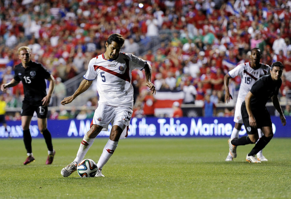 Photo - Costa Rica's Celso Borges (5) kick a penalty kick and scores during the second half of an international friendly soccer match against Ireland on Friday, June 6, 2014, in Chester, Pa. The match ended in a 1-1 tie. (AP Photo/Michael Perez)