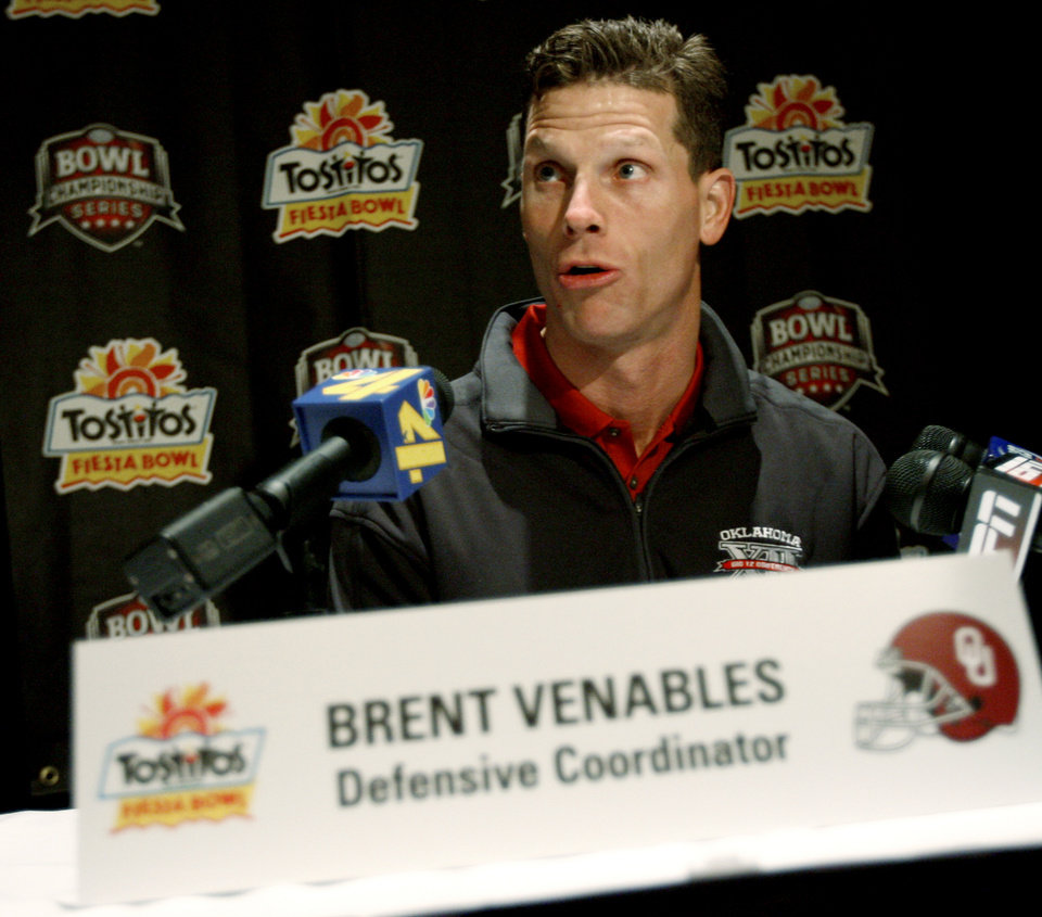 Photo - OU defensive coordinator Brent Venables talks during a press conference in Scottsdale, Ariz., on Sunday, Dec. 30, 2007.  The University of Oklahoma collegefootball team will play West Virginia in the Fiesta Bowl on Jan. 2, 2008.  BY BRYAN TERRY, THE OKLAHOMAN