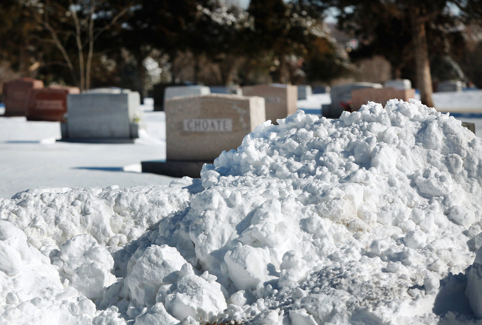 Photo - Some funerals were postponed, but others continued as scheduled Wednesday at Memorial Park Cemetery at 13400N. Kelly in Oklahoma City.  Central Oklahoma residents began digging out from beneath nearly a foot of snow covering the ground Wednesday, Feb, 2, 2011, after yesterday's winter snowstorm. Photo by Jim Beckel, The Oklahoman