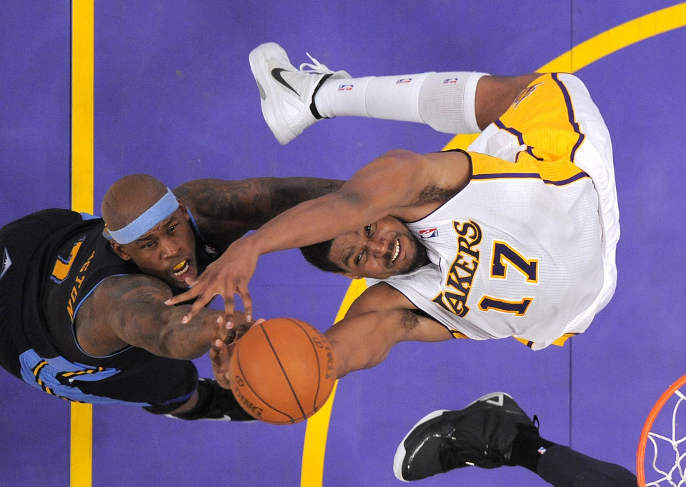 Photo -   Denver Nuggets power forward Al Harrington, left, and Los Angeles Lakers center Andrew Bynum battle for a rebound during the first half of an NBA first-round playoff basketball game, Sunday, April 29, 2012, in Los Angeles. (AP Photo/Mark J. Terrill)