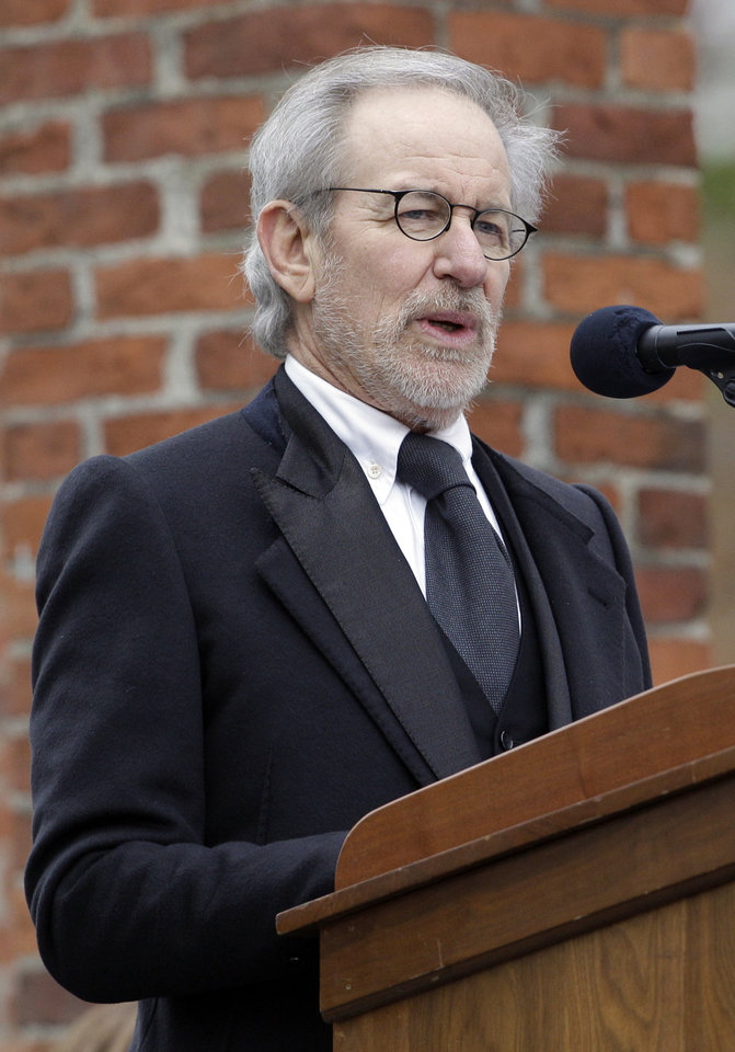 Photo -   Director Steven Spielberg speaks at a ceremony to mark the 149th anniversary of President Abraham Lincoln's delivery of the Gettysburg Address at Soldier's National Cemetery in Gettysburg, Pa., Monday, Nov. 19, 2012. Spielberg and historian Doris Kearns Goodwin delivered remarks and participated in a wreath-laying ceremony. (AP Photo/Patrick Semansky)