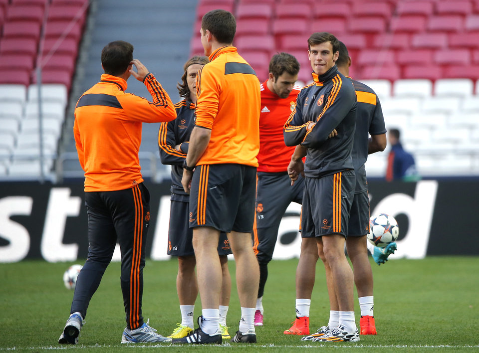 Photo - Real's Gareth Bale, right, stands, during a training session ahead of Saturday's Champions League final soccer match between Real Madrid and Atletico Madrid, in Luz stadium in Lisbon, Portugal, Friday, May 23, 2014. (AP Photo/Andres Kudacki)