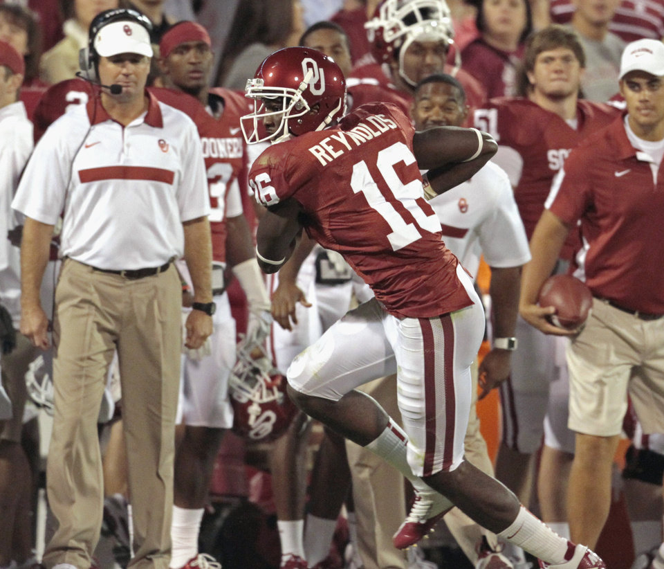Photo - Oklahoma Sooners' Jaz Reynolds (16) catches a pass in front of the bench and scores during the second half of the college football game in which the University of Oklahoma Sooners (OU) defeated the Ball State Cardinals 62-6 at Gaylord Family-Oklahoma Memorial Stadium on Saturday, Oct. 1, 2011, in Norman, Okla. Photo by Steve Sisney, The Oklahoman