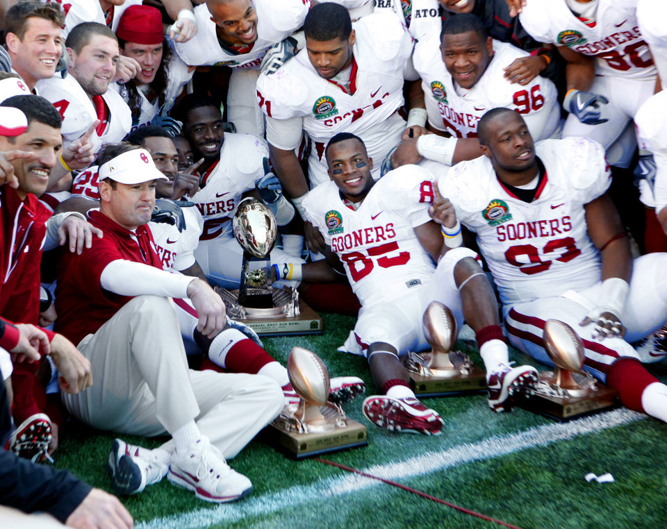 Photo - The Sooners pose with trophies after their 31-27 victory at the Brut Sun Bowl college football game between the University of Oklahoma Sooners (OU) and the Stanford University Cardinal on Thursday, Dec. 31, 2009, in El Paso, Tex.   Photo by Steve Sisney, The Oklahoman