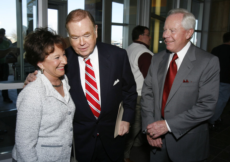 Photo - PEGGY STEPHENSON, CHARLES STEPHENSON, DONATE, DONATION: President David Boren (center) prepares to announce a major gift to the University of Oklahoma (OU) by Peggy (left) and Charles (right) Stephenson in Norman, Oklahoma on Wednesday, February 21, 2007.   Photo by Steve Sisney/The Oklahoman ORG XMIT: kod