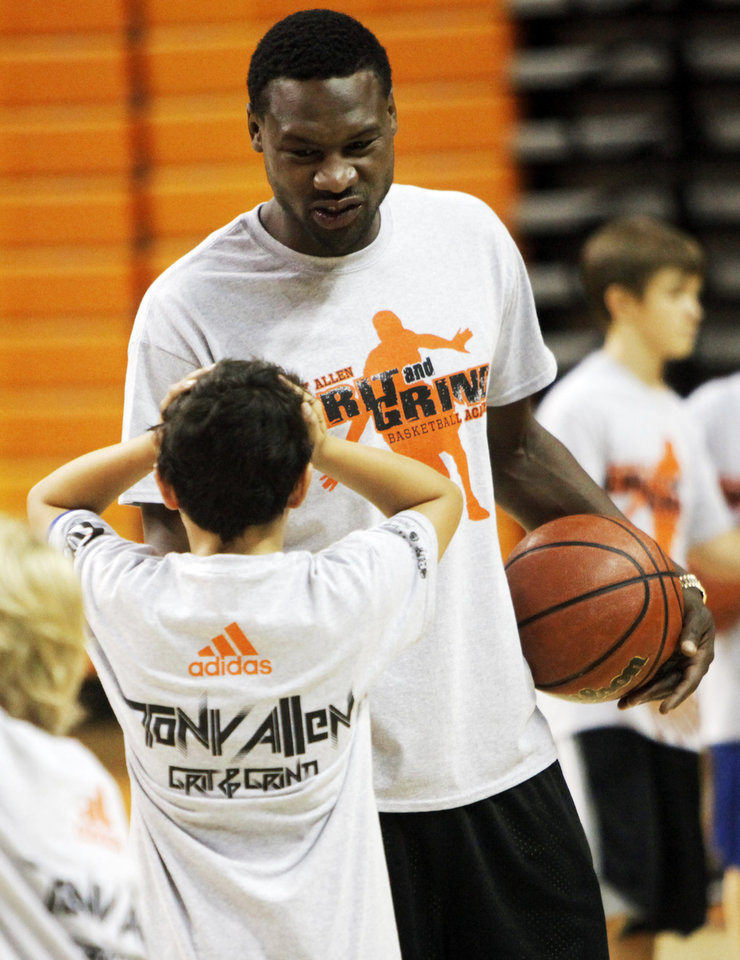 Photo - FORMER OKLAHOMA STATE UNIVERSITY / OSU / COLLEGE BASKETBALL PLAYER / NBA BASKETBALL PLAYER / CHILD / CHILDREN / KIDS:  A stunned camper talks to former Oklahoma State basketball player and current Memphis Grizzlies player Tony Allen after he congratulated the camper for making a shot at his