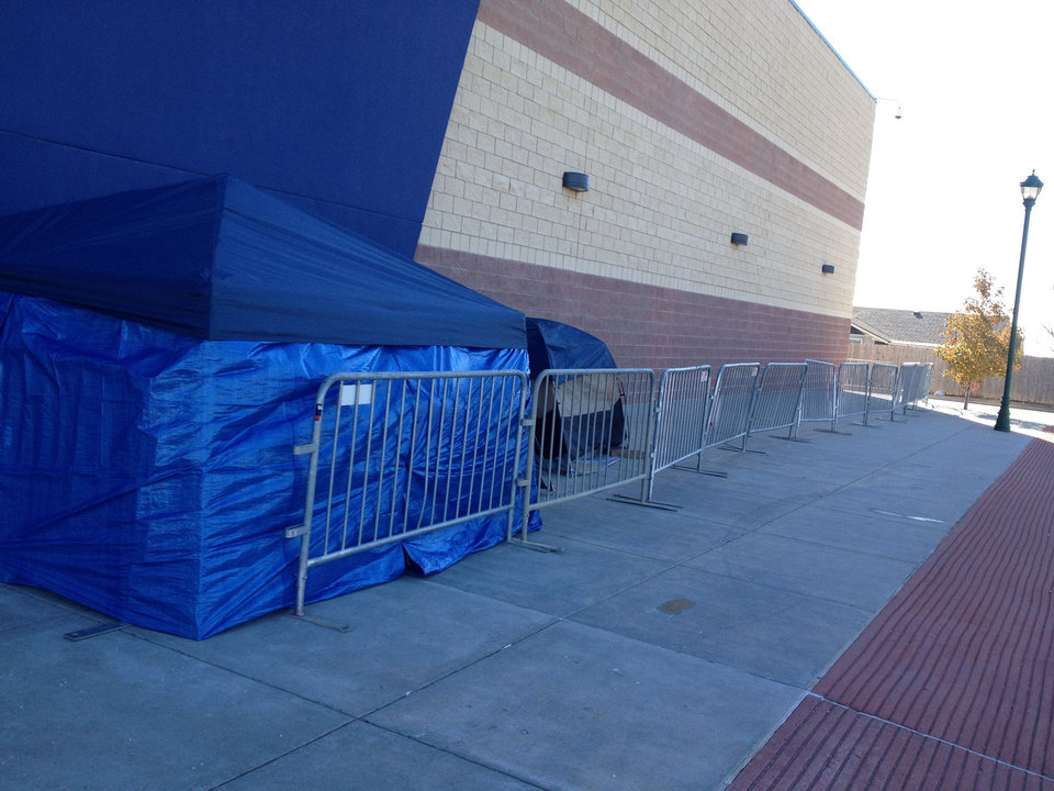 Photo - Tents are set up outside Best Buy in Moore as shoppers wait for the Black Friday sale to begin. PHOTO BY JENNIFER PALMER, THE OKLAHOMAN  JENNIFER PALMER - THE OKLAHOMAN