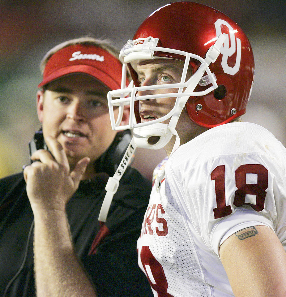 Photo - Miami, Florida - January 4, 2005. University of Oklahoma (OU) Sooners vs. University of Southern California (USC) Trojans college football in the Orange Bowl BCS National Championship at Pro Player Stadium. Quarterback Jason White, right, works with coach Josh Heupel, left, to try to help the offense against USC.  By Ty Russell/The Oklahoman