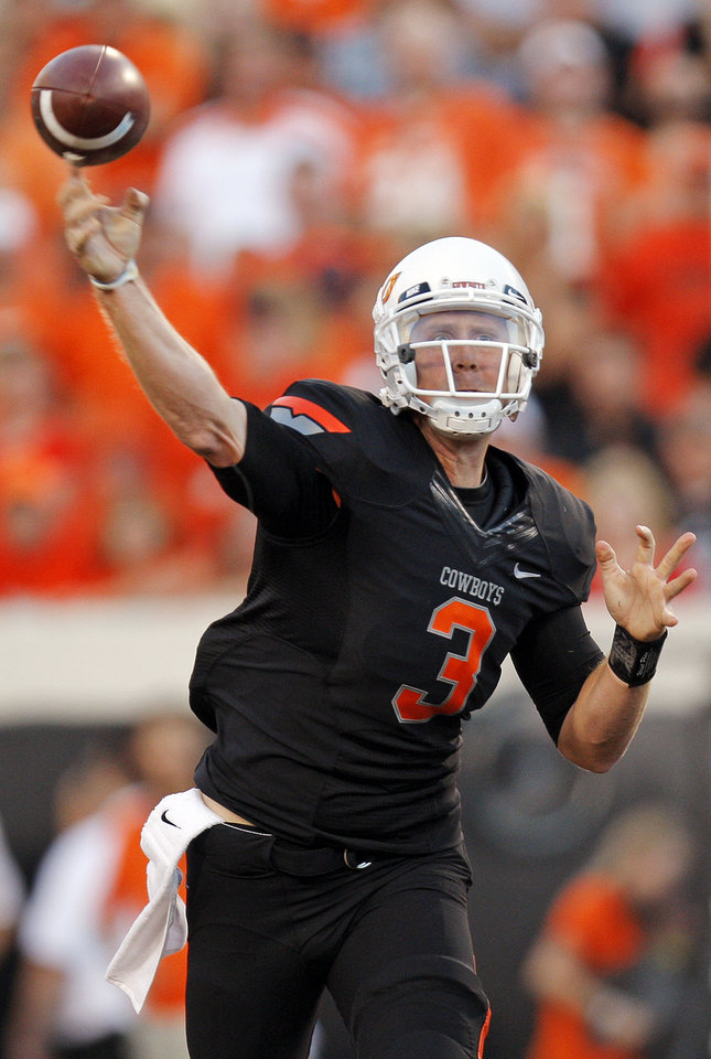 Photo - OSU's Brandon Weeden throws a pass during the first half of the Cowboys game vs. Arizona on Thursday. PHOTO BY NATE BILLINGS, The Oklahoman