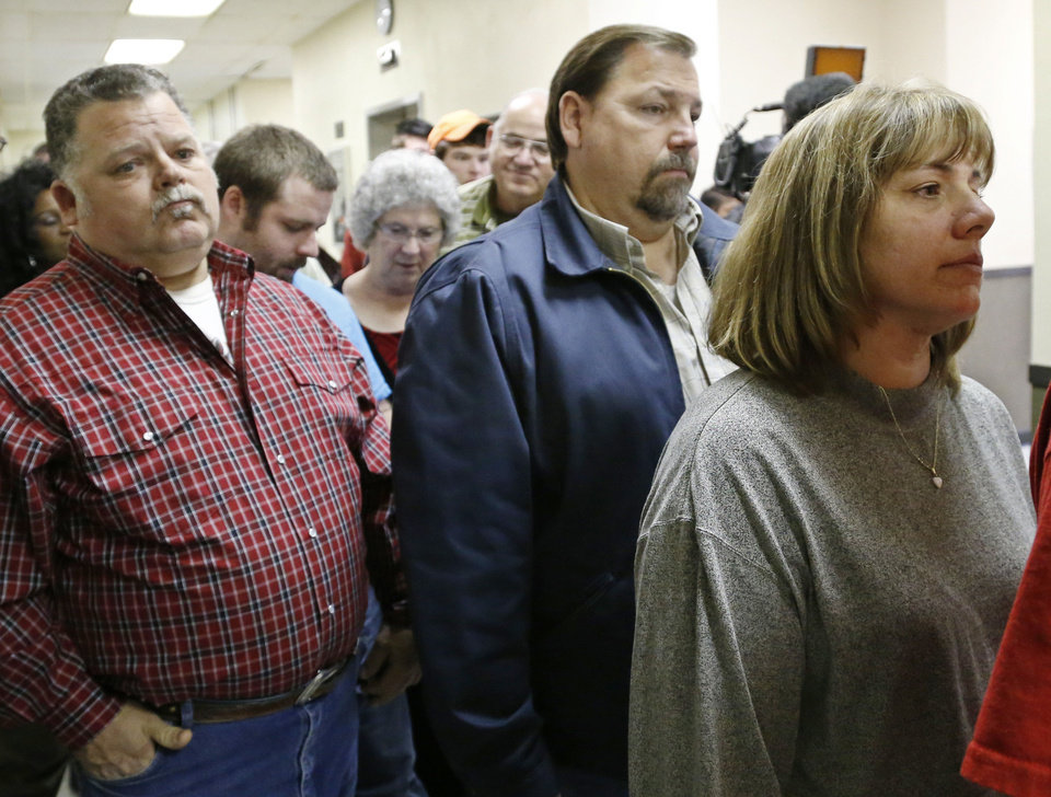 Sheryl Roberts, right, the mother of murder suspect Michael Jones, waits to enter the courtroom for a hearing Tuesday in Duncan. At left is Gene Jones, Michael Jones' father. AP PHOTO <strong>Sue Ogrocki - AP</strong>