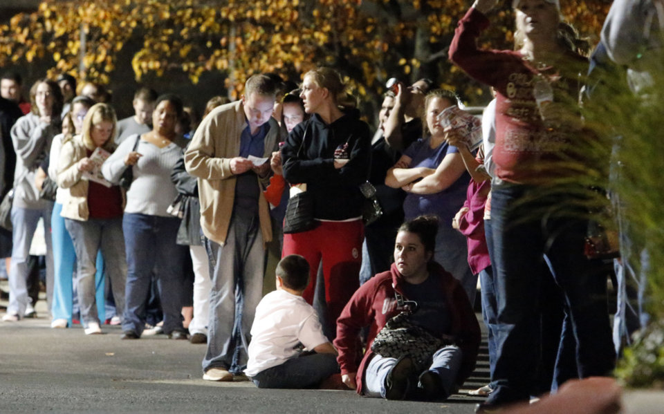 Patrons line up at Toys R Us as they open at 8 p.m. on Thanksgiving for Black Friday sales on Thursday in Norman.  Photo by Steve Sisney, The Oklahoman <strong>STEVE SISNEY</strong>
