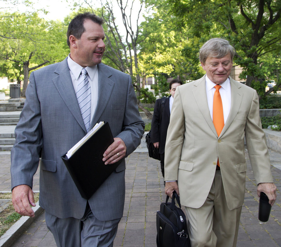 Photo -   Former Major League Baseball pitcher Roger Clemens, and his attorney Rusty Hardin, arrive at federal court in Washington in Washington, Monday, April 16, 2012, for jury selection in the perjury trial on charges that he lied when he told Congress he never used steroids and human growth hormone. (AP Photo/Manuel Balce Ceneta)