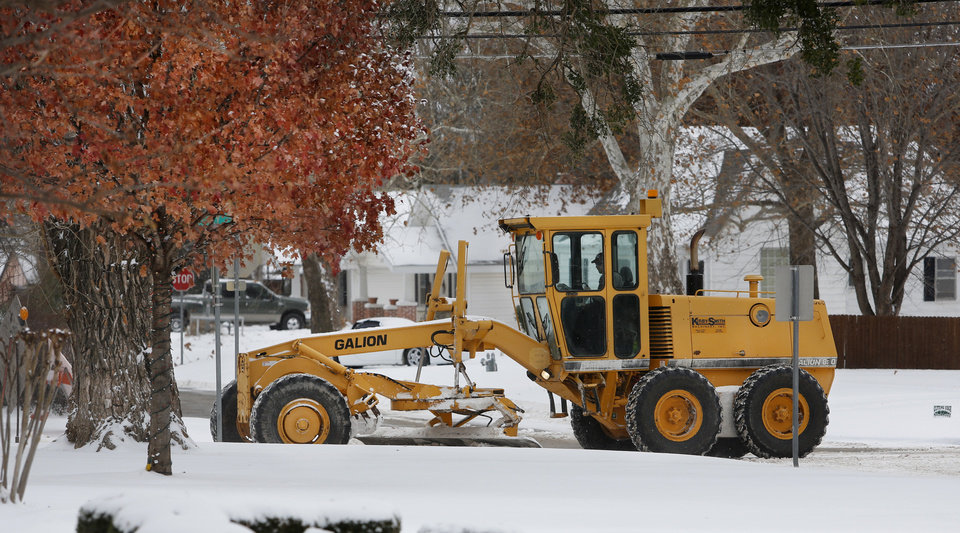 Photo - A plow clears snow from Holly Avenue in Yukon, Thursday December 6, 2013. Photo By Steve Gooch, The Oklahoman